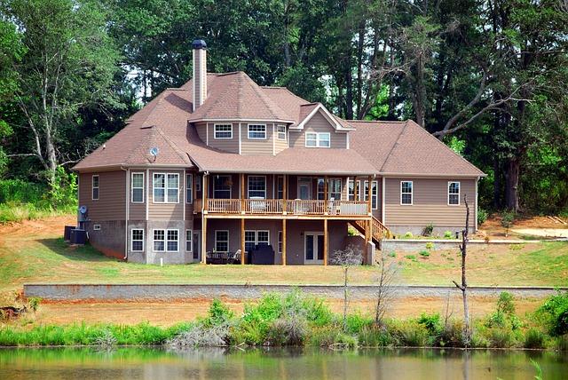 velký dům u jezera
