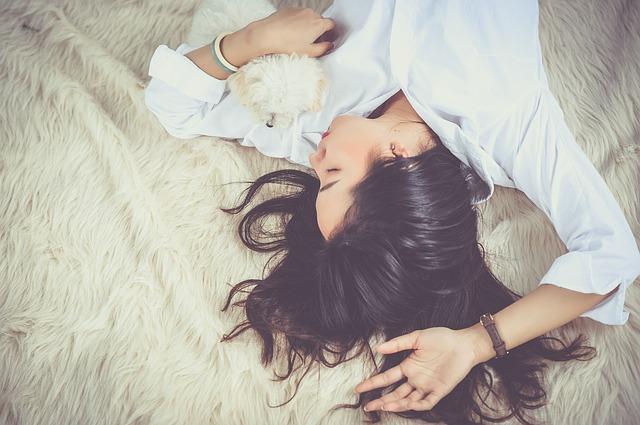 spánek se psem