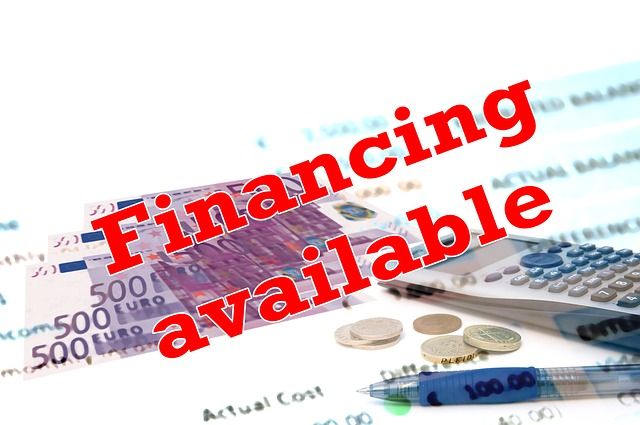 dostupné finance, půjčka, bankovky, kalkulačka